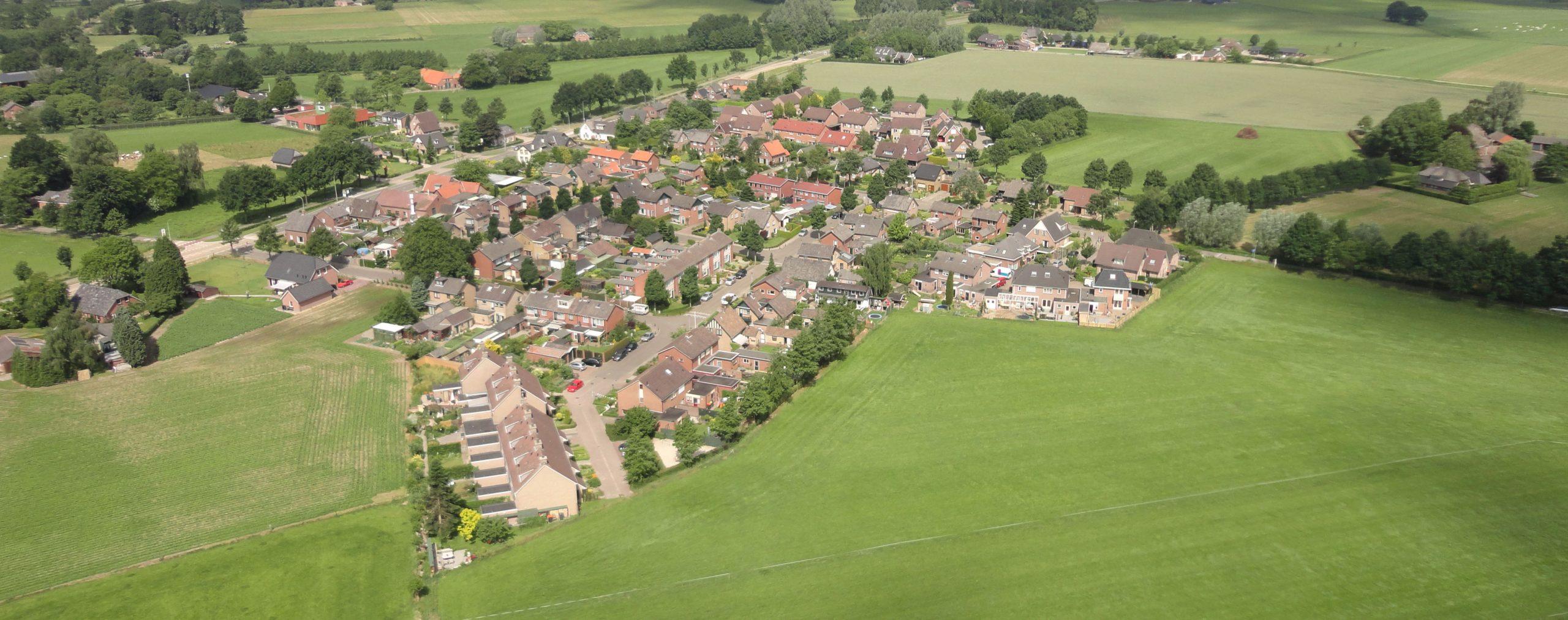 Vliegerfoto van Velswijk door Cees Cuppens